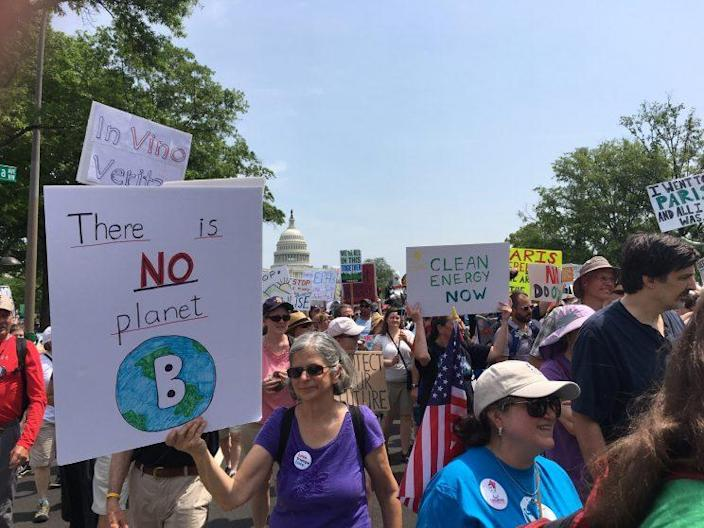 Protesters carry signs during the Peoples Climate March at the White House in Washington. (Photo: Ben Adler/Yahoo News)