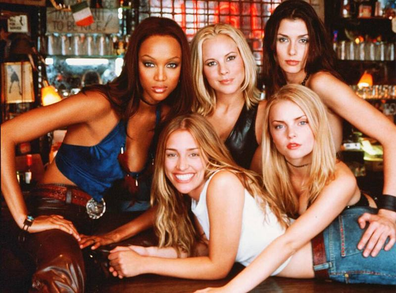 Coyote Ugly cast, Piper Perabo, Tyra Banks, Maria Bello