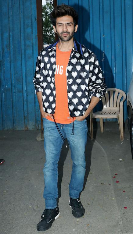 Wearing his heart on his sleeves, in the literal sense, Kartik Aryan toned down the pop of orange with a blue jacket with heart print on it.