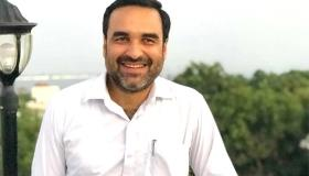 Pankaj Tripathi celebrates Durga Puja traditionally with wife and in-laws in Kolkata