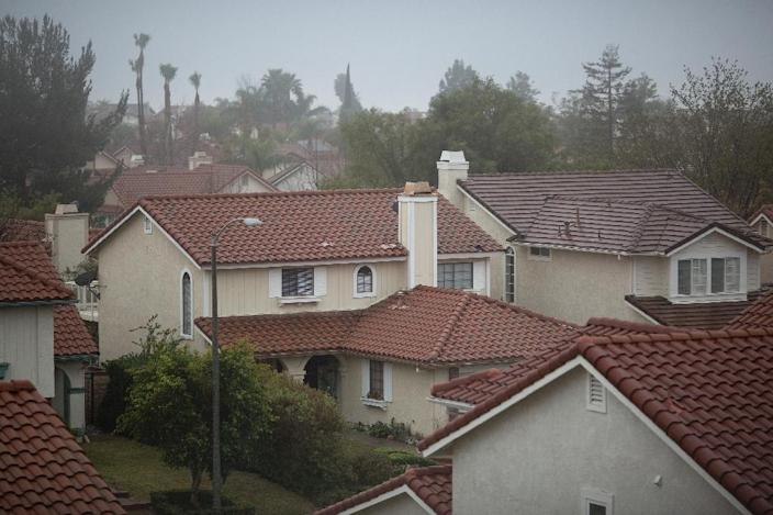 A neighborhood where many people have left their homes because of a massive natural-gas leak is seen in Porter Ranch, California, on December 22, 2015 (AFP Photo/David McNew)