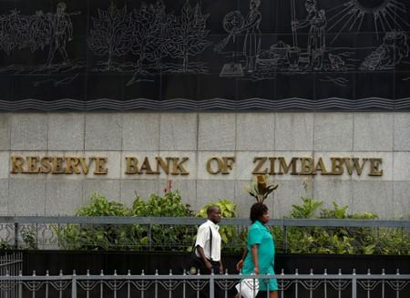 Zimbabwe labour group threatens protests over ban on foreign currencies