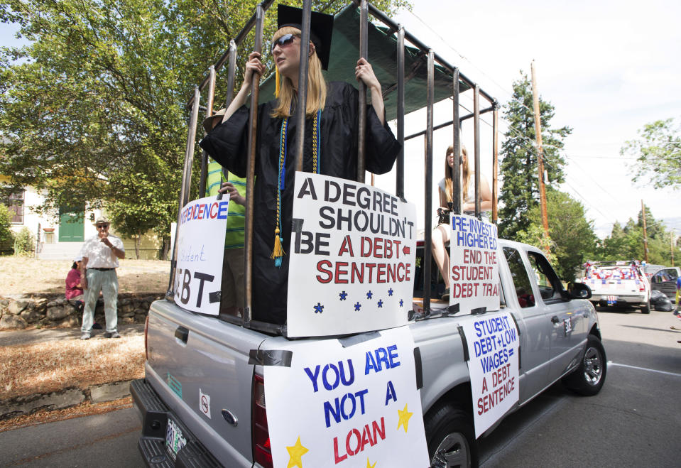 Parade participants protesting against high student loan burdens are preparing to take part in the annual July 4th parade at Ashland, Oregon, U.S. on July 4, 2015.  REUTERS/Randall Mikkelsen