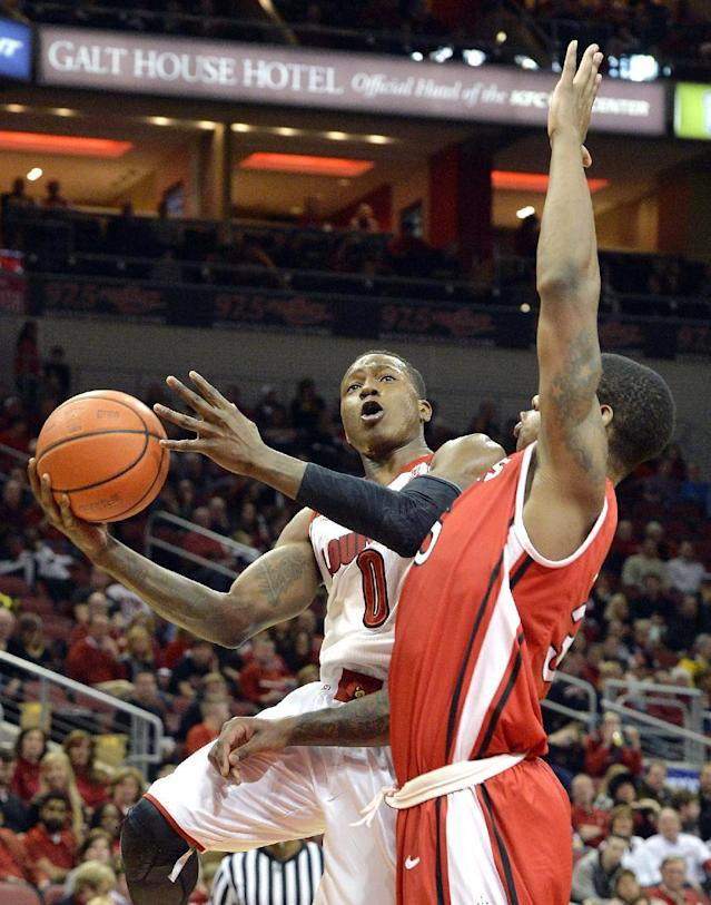 Louisville's Terry Rozier, left, attempts a layup around the defense of Rutgers' Greg Lewis during the second half of an NCAA college basketball game Sunday, Feb. 16, 2014, in Louisville, Ky. Louisville won 102-54. (AP Photo/Timothy D. Easley)