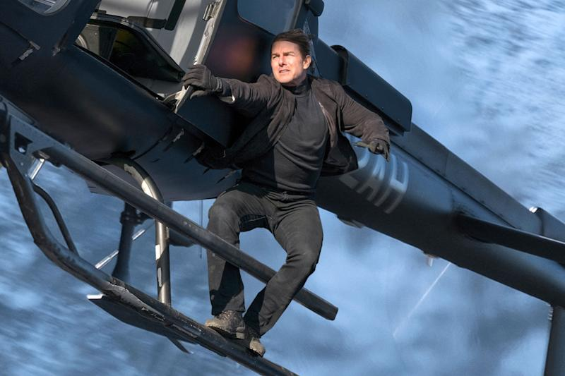 Tom Cruise Leaps From Plane At 25 000 Feet For Mission Impossible Stunt