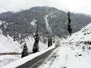 Seven killed, including five policemen, in Jammu and Kashmir avalanche; rescue operations on