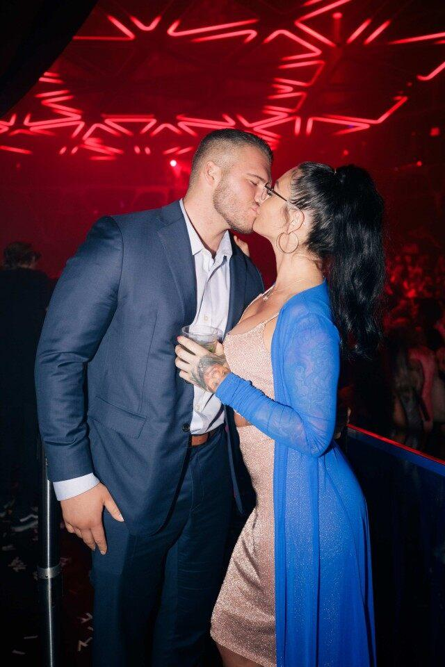 new_couple_jwoww_and_zack_clayton_carpinello_kiss_at_the_famed_hakkasan_nightclub