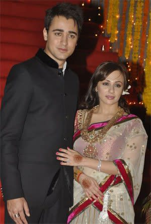 <p>Imran Khan married his childhood sweetheart after a prolonged courtship and the world couldn't take eyes off her when the actor introduced his beautiful wife to it. At 30 years old, Avantika is mother to an adorable daughter, and the extra responsibilities that come with motherhood have only added to her glamour. </p>