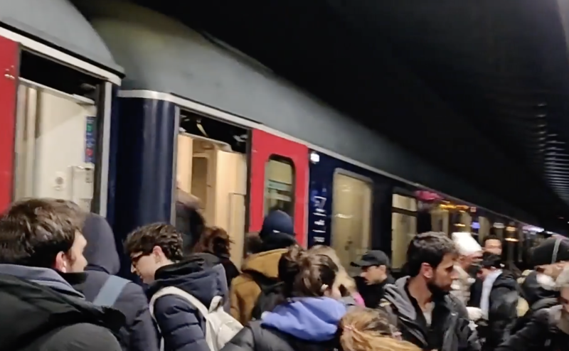 Passengers force their way onto a train departing Milan before the lockdown was implemented. Source: Fanpage.it