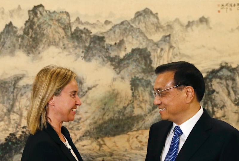 European Union foreign policy chief Federica Mogherini meets Chinese Premier Li Keqiang in Beijing on May 6, 2015 (AFP Photo/Kim Kyung-Hoon)