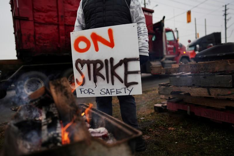 Union says no real progress in Canada rail strike as analysts forecast hit to economy