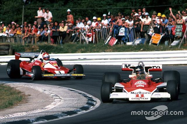 "Niki Lauda, Ferrari e James Hunt, McLaren <span class=""copyright"">Sutton Motorsport Images</span>"