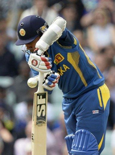 Sri Lanka's Mahela Jayawardene gets hit on the handle of his bat while batting during the 2013 ICC Champions Trophy cricket match between Sri Lanka and Australia at the Oval in London on June 17, 2013. Sri Lanka won the match by 20 runs