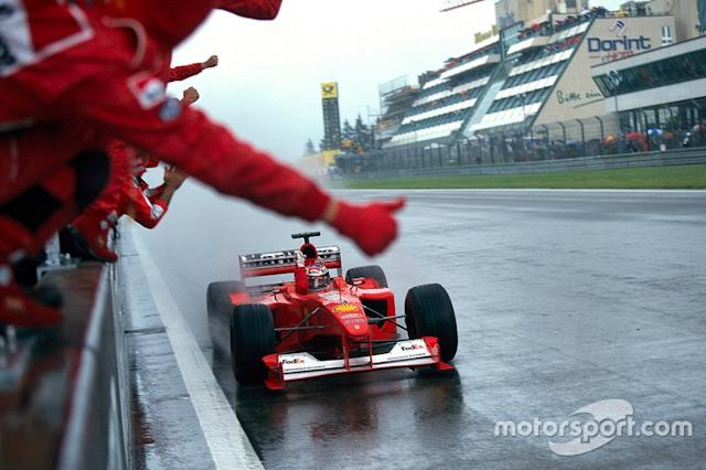 """Michael Schumacher, Ferrari F1-2000, celebrates victory with his mechanics at the end of the race <span class=""""copyright"""">Rainer W. Schlegelmilch</span>"""