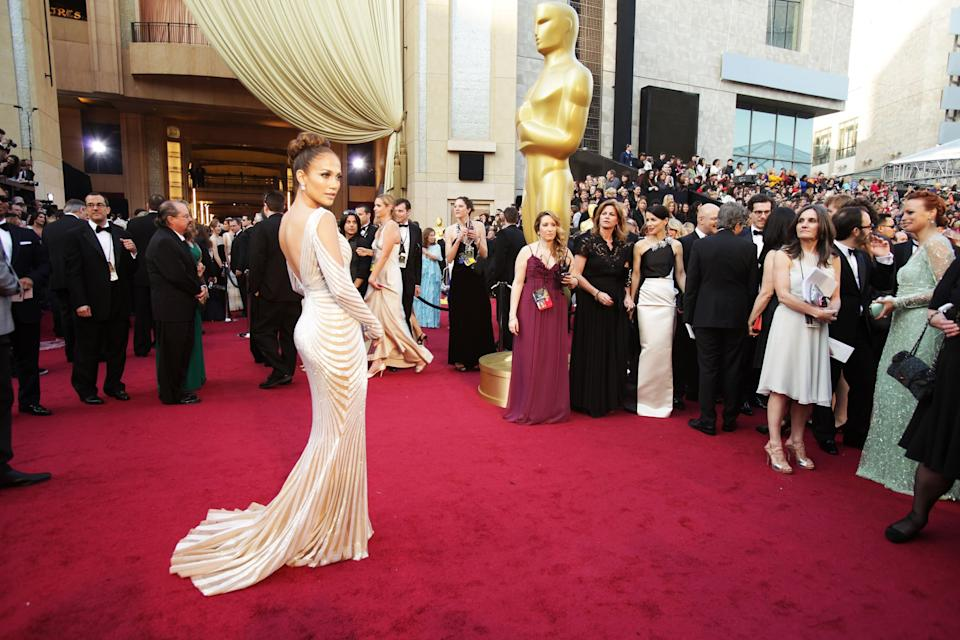 HOLLYWOOD, CA - FEBRUARY 26: actress Jennifer Lopez arrives at the 84th Annual Academy Awards held at the Hollywood & Highland Center on February 26, 2012 in Hollywood, California.  (Photo by Jeff Vespa/WireImage)