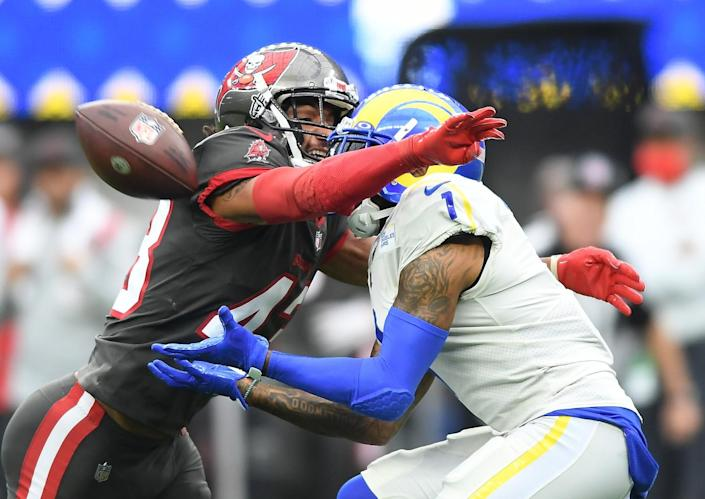 Buccaneers cornerback Ross Cockrell prevents Rams receiver DeSean Jackson from making a catch in the first quarter.