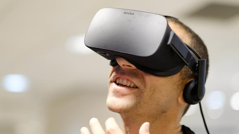Virtual reality can help ease chronic pain, study suggests