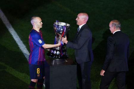 Soccer Football - La Liga Santander - FC Barcelona vs Real Sociedad - Camp Nou, Barcelona, Spain - May 20, 2018 Spanish Football Federation President Luis Rubiales presents the La Liga trophy to Barcelona's Andres Iniesta after the match REUTERS/Albert Gea