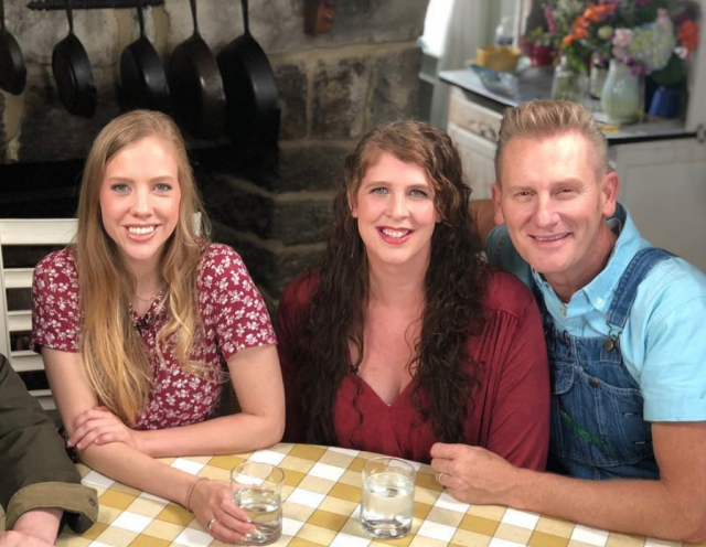 Rory Feek with his daughters Hopie, center, and Heidi. The singer did not know if he should shun Hopie after she came out to him. (Photo: Rory Feek via Instagram)