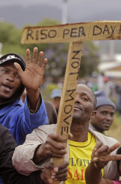 Farm workers demonstrate due to low wages in the town of Grabouw, South Africa, Wednesday, Jan 9, 2013. Striking farm workers on Wednesday set up barricades and threw stones at motorists and police in a South African province whose vineyards are vital to the wine industry, prompting riot officers to close roads and arrest at least 50 demonstrators, South African media reported. (AP Photo/Schalk van Zuydam)