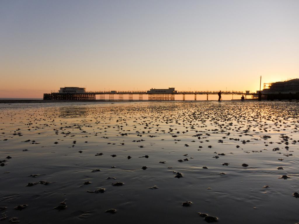 <p>Its food, culture and iconic pier make Worthing a must-visit attraction, especially for nearby Londoners.<br /><i>[Photo: Flickr/Martin Robson]</i> </p>