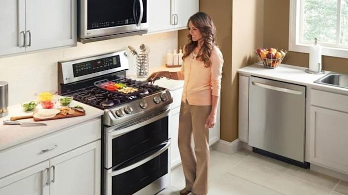 Check out majorly exciting deals on ovens and ranges this Labor Day.