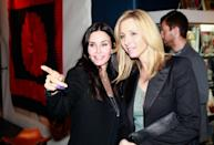 <p>Former flatmates Monica and Phoebe joined forces in Santa Monica to attend a gallery opening night.</p>