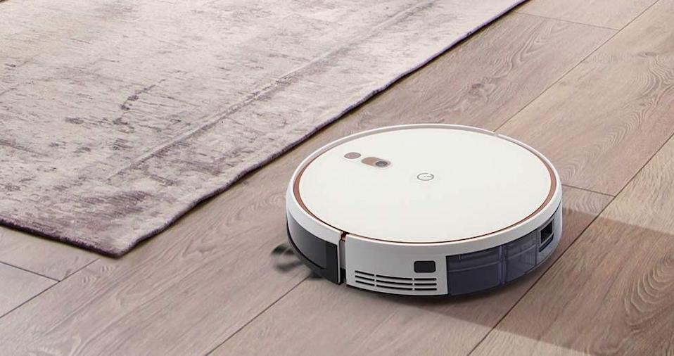 Save $100 on this Yeedi K700 2-in-1 Robot Vacuum. (Photo: Amazon)