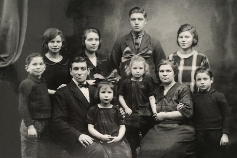 """""""Big family posing for a photograph in the twenties. Two parents, eight children."""""""