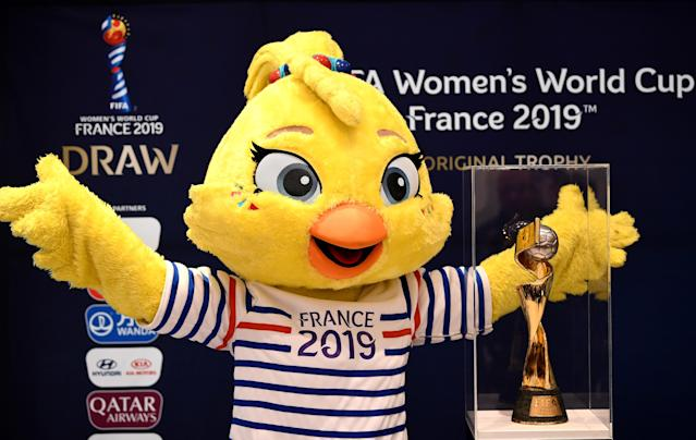 <span>This year's mascot at the World Cup is a poussin called Ettie. If she looks familiar it's because she's the daughter of Footix, who was the France 1998 official mascot. She also bears strong family ties to the Gallic rooster symbol of the French national teams.</span>