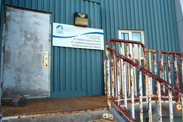 The St. Therese's Health Centre in Kugaaruk, Nunavut, is among the facilities set to close for part of the summer, except to emergency services, as Nunavut grapples with a nationwide nursing shortage.  (John Last/CBC - image credit)