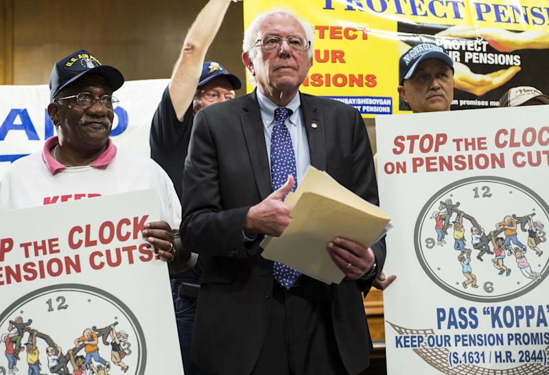 Democratic presidential candidate Sen. Bernie Sanders (I-VT) takes part in a rally to preserve union pensions on Capitol Hill in Washington in this September 10, 2015, file photo. The U.S. postal workers union's executive board said on November 12, 2015, it had voted to endorse Bernie Sanders for the Democratic presidential nomination in 2016, the union said in a statement.  REUTERS/Joshua Roberts/Files