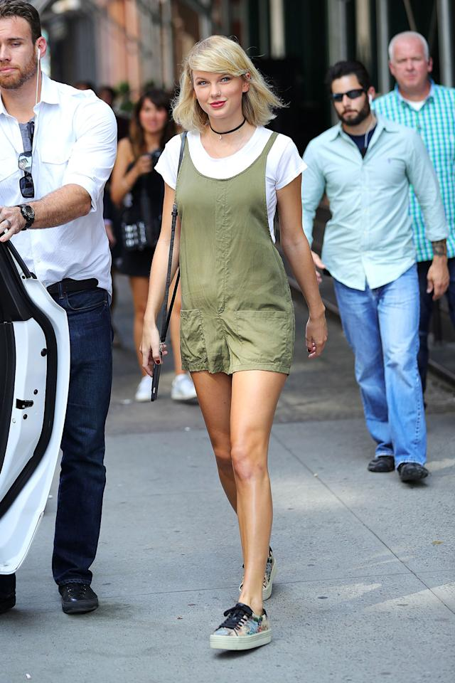 48668312f72  p Taylor Swift wears an olive green romper over a solid white tee