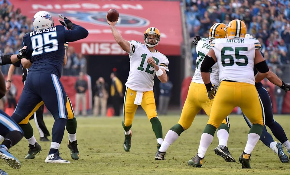 Is Aaron Rodgers struggling because he's shut his family out of his life? (Getty Images)