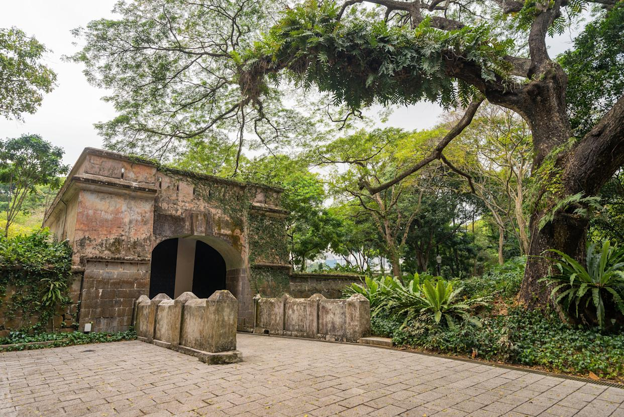 """Colin and Araminta's wedding reception takes place in Singapore's <a href=""""https://www.nparks.gov.sg/gardens-parks-and-nature/parks-and-nature-reserves/fort-canning-park"""" rel=""""nofollow noopener"""" target=""""_blank"""" data-ylk=""""slk:Fort Canning Park"""" class=""""link rapid-noclick-resp"""">Fort Canning Park</a>, where Nick shows Rachel his old hideout in the gatehouse."""