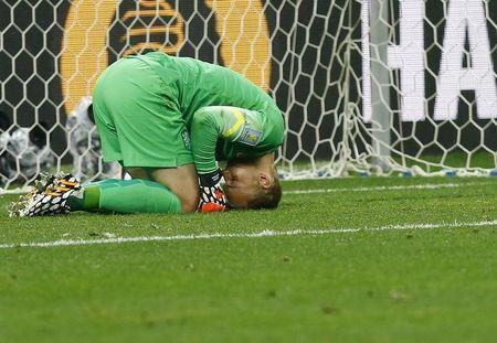 Goalkeeper Jasper Cillessen of the Netherlands reacts after failing to save the decisive penalty kick by Argentina's Maxi Rodriguez during the penalty shootout in their 2014 World Cup semi-finals at the Corinthians arena in Sao Paulo July 9, 2014. REUTERS/Darren Staples