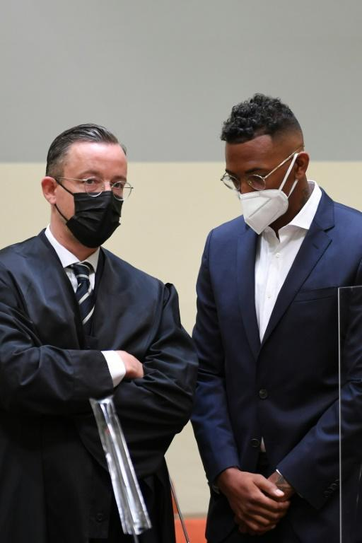 Germany defender Jerome Boateng (R) and his lawyer Kai Walden in court in Munich (AFP/Christof STACHE)