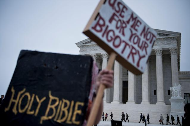 <p>People arrive outside the US Supreme Court before Masterpiece Cakeshop vs. Colorado Civil Rights Commission is heard on Dec. 5, 2017 in Washington. (Photo: Brendan Smialowski/AFP/Getty Images) </p>
