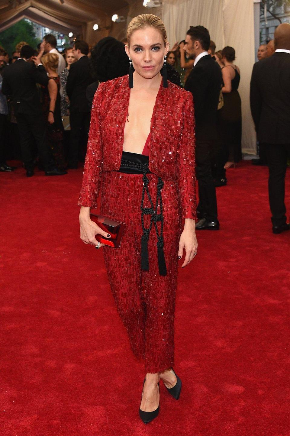 """<h1 class=""""title"""">Sienna Miller in Thakoon, 2015</h1><cite class=""""credit"""">Photo: Getty Images</cite>"""
