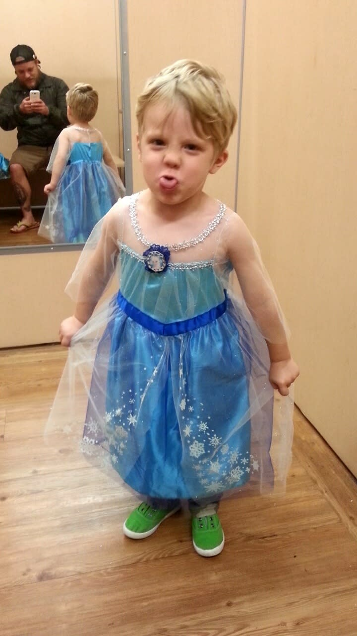 From how we feed our children to how we educate them everyone has an opinion. The result? Moms and dads feel endlessly judged for the ...  sc 1 st  Yahoo & Little Boy Dressed in Elsa Costume Goes Viral