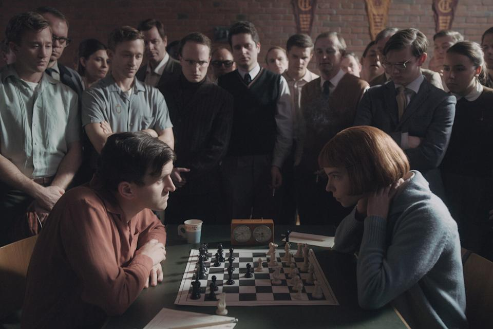 The characters played by Harry Melling and Anya Taylor-Joy face off in a game of chess in the second episode. (Photo: Netflix / Courtesy Everett Collection)
