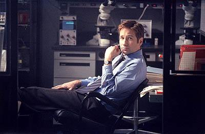"""David Duchovny as Agent Fox Mulder in the """"Vienen"""" episode of Fox's The X-Files X-Files"""