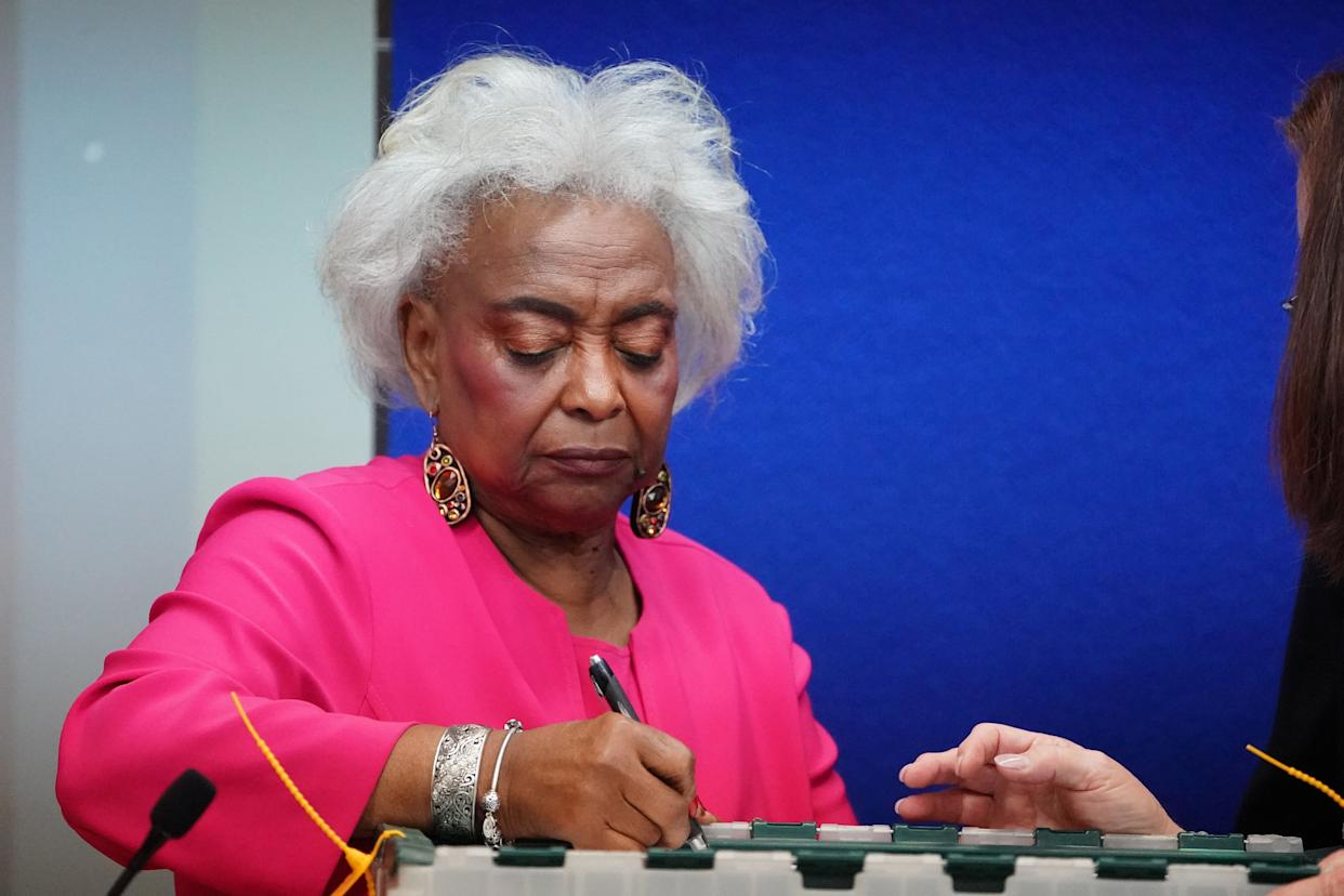 Broward County Supervisor of Elections Brenda Snipes signs a box during a ballot recount in Lauderhill, Florida, November 12. (Photo: Carlo Allegri / Reuters)