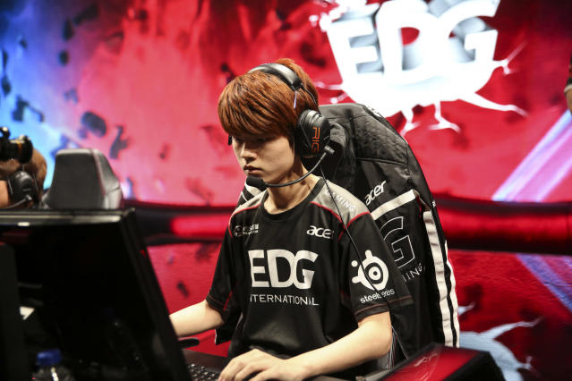 Deft has something to prove (Riot Games/Lolesports)