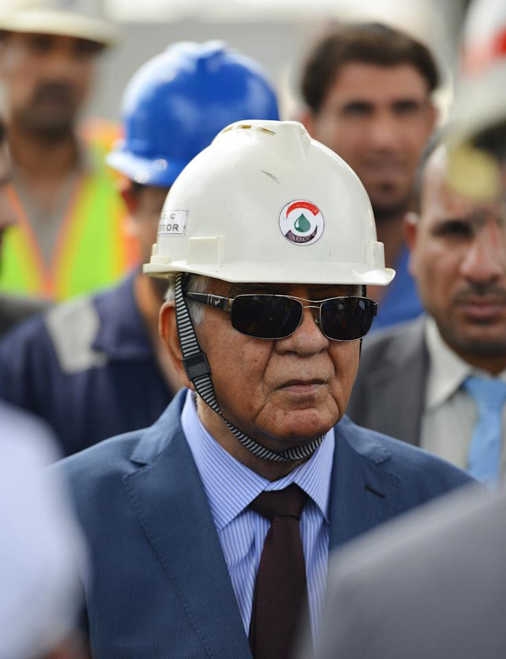 Iraqi Oil Minister Jabar Ali al-Luaibi visits the oil field of Zubair, in Basra, Iraq, August 27, 2016.  REUTERS/Stringer         FOR EDITORIAL USE ONLY. NO RESALES. NO ARCHIVES.