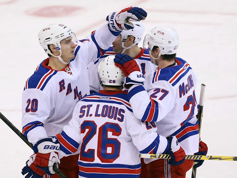 Lundqvist sets wins mark as Rangers top Senators