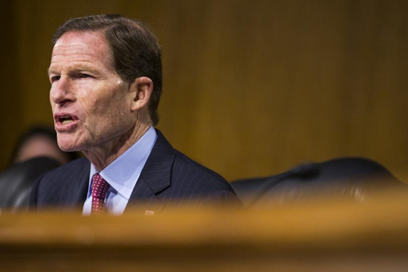 Senator pushes for stronger FTC oversight of Facebook