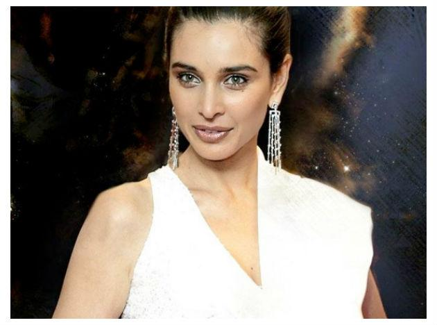 <b>Lisa Ray</b> Lisa Ray was diagnosed with multiple myeloma, considered fatal, in 2009. After her chemotherapy sessions, she went in for a stem cell transplant, and was finally free of the disease. Despite suffering from such a rare form of cancer, Ray never cowered, and fought the disease all the way.