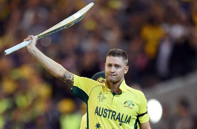 Australia's captain Michael Clarke acknowledges the applause after being dismissed by New Zealand in the 2015 Cricket World Cup final in Melbourne on March 29, 2015 (AFP Photo/William West)