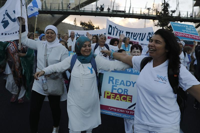 Israeli and Palestinian activists from the Women Wage Peace movement demonstrate in Jerusalem on October 8, 2017 at the end of a two-week march to demand a peace deal (AFP Photo/MENAHEM KAHANA)